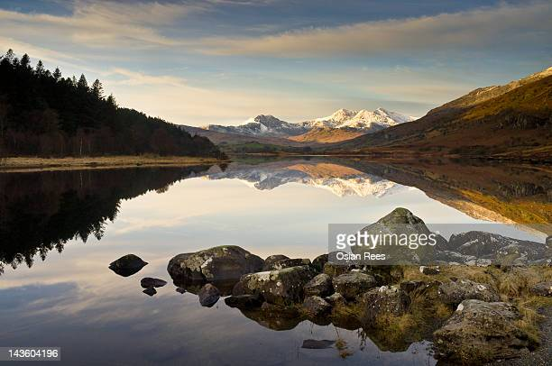 snowdon from llyn mymbyr - mount snowdon stock photos and pictures