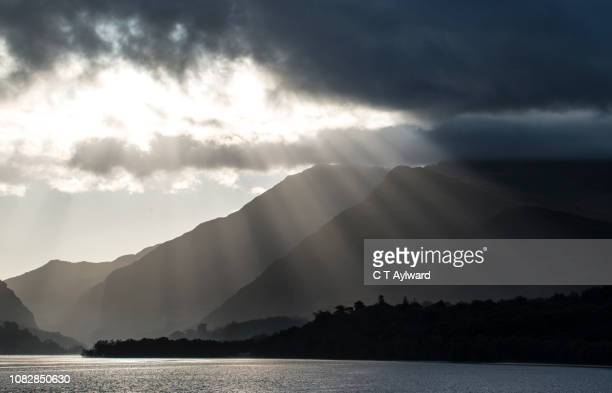 snowdonia lake sunpight rays - mount snowdon stock pictures, royalty-free photos & images