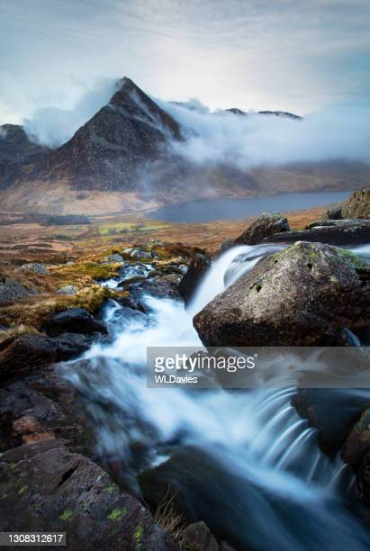 snowdonia landscape - extreme terrain stock pictures, royalty-free photos & images