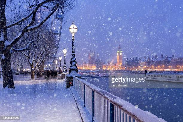 snowing on jubilee gardens in london at dusk - winter weather stock photos and pictures