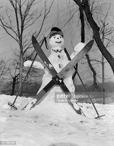 snowman with skis and ski poles - {{relatedsearchurl(carousel.phrase)}} stock pictures, royalty-free photos & images