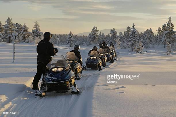 snowmobile expedição de inverno - snowmobiling - fotografias e filmes do acervo