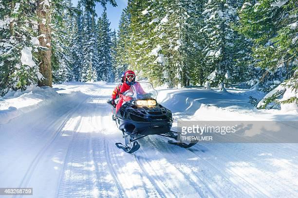 snowmobile no colorado - snowmobiling - fotografias e filmes do acervo