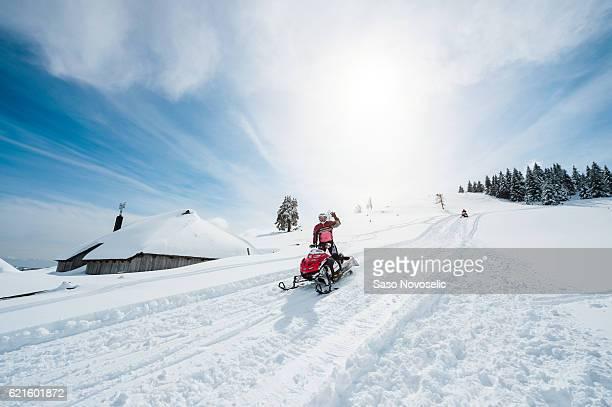 snowmobile on sunny winter day - snowmobiling - fotografias e filmes do acervo