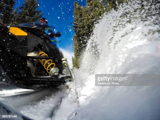 snowmobile snowmobiling pov - snowmobiling - fotografias e filmes do acervo