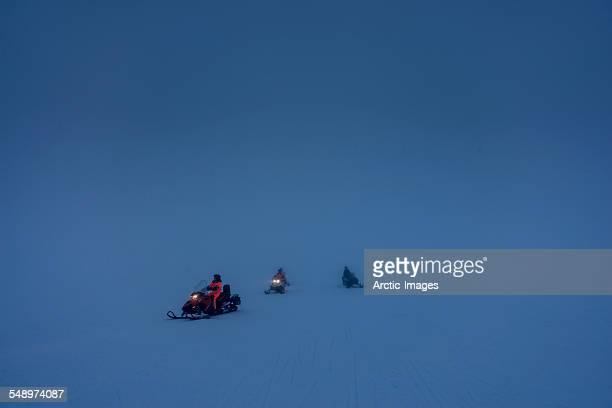snowmobile tour in the winter, iceland - snowmobiling - fotografias e filmes do acervo