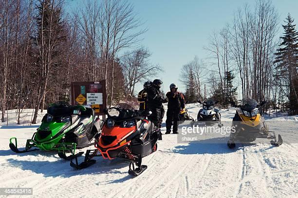 snowmobiling - snowmobiling - fotografias e filmes do acervo