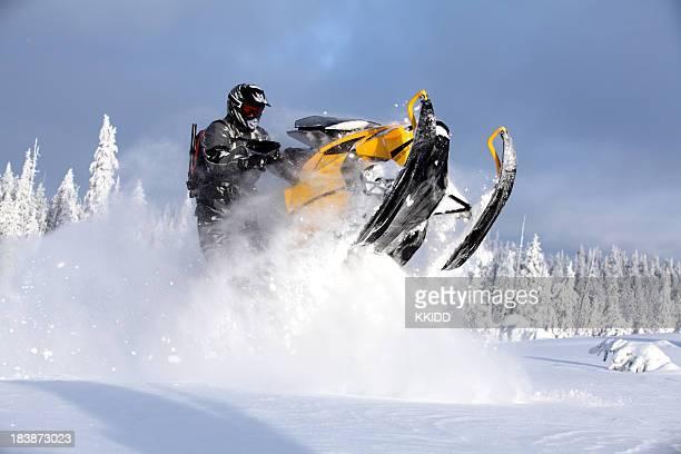 snowmoble diversão extrema - snowmobiling - fotografias e filmes do acervo