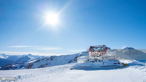 snowplough - schneefahrzeug stock-fotos und bilder