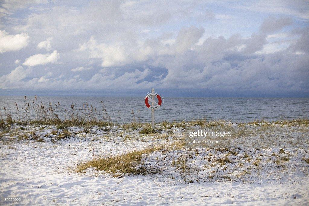 A snowy beach Gotland Sweden. : Bildbanksbilder