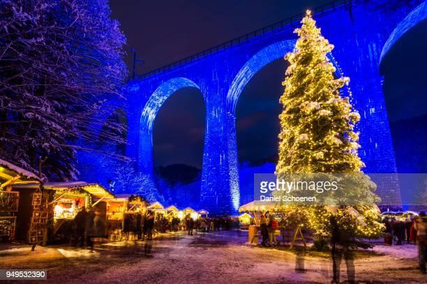 snowy christmas market under a railway viaduct, illuminated, ravennaschlucht, hoellental near freiburg im breisgau, black forest, baden-wuerttemberg, germany - bavaria stock photos and pictures