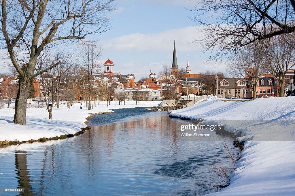 Neve Frederick Maryland Park e fluindo Creek : Foto de stock