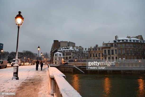 Snowy landscape in Paris in the ile Saint Louis district and the banks of the Seine during the flood on february 07 2018 in Paris France
