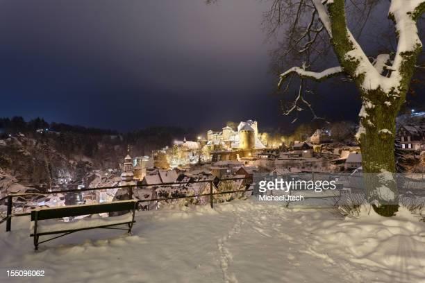 Snowy Monschau de nuit