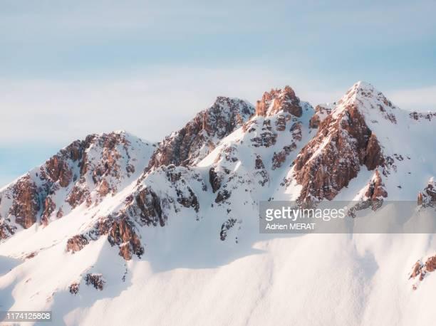 snowy mountains - alpes européennes photos et images de collection