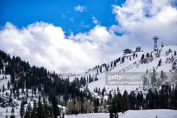 snowy mountainside in utah - highlywood fotografías e imágenes de stock