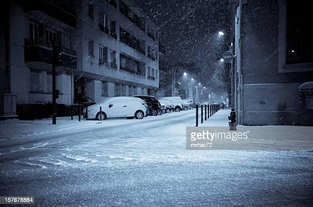 Verschneite-Nacht auf der Straße
