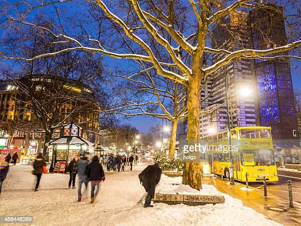 snowy street next to the kaiser wilhelm gedächtniskirche, berlin - kurfürstendamm stock pictures, royalty-free photos & images