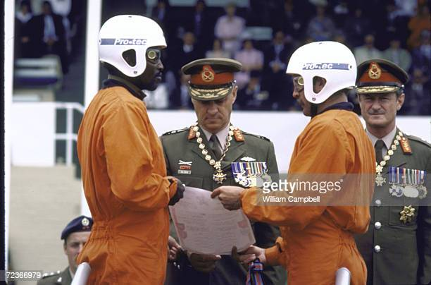 So AFrican Chief of Staff Jan Geldenhuys with outgoing Chief of Staff General Viljoen en paratroopers at changeover ceremony as new chief