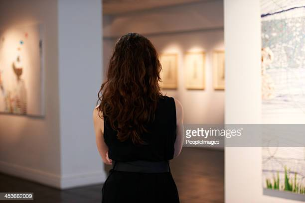 so many pieces on show - art dealer stock pictures, royalty-free photos & images