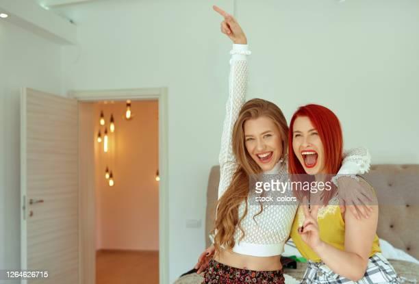 så roligt tillsammans, skrika och skratta - rumänien bildbanksfoton och bilder