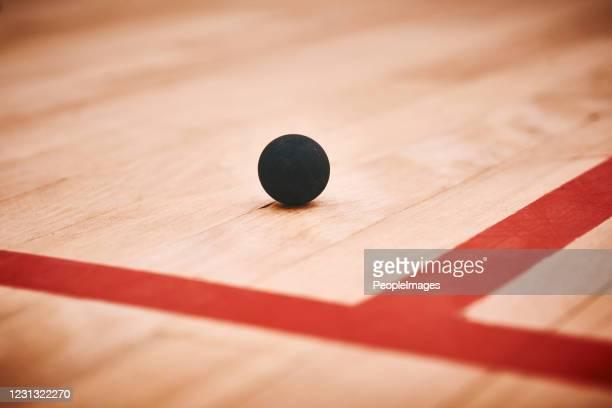1つの小さなボールでそんなに多くのパフォーマンスパワー - マーキング ストックフォトと画像