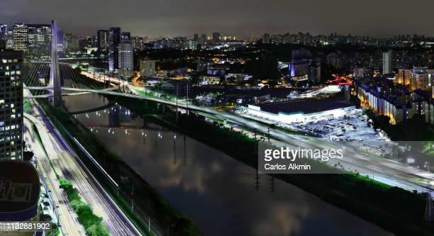 são paulo, brasil - modern commercial neighborhoods in estaiada bridge surroundings. - carlos alkmin stock pictures, royalty-free photos & images