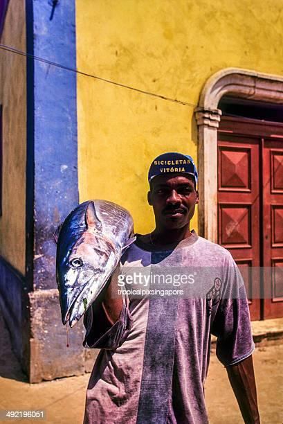 São Tomé e Principé, Rolas Ilha, homem com peixe.