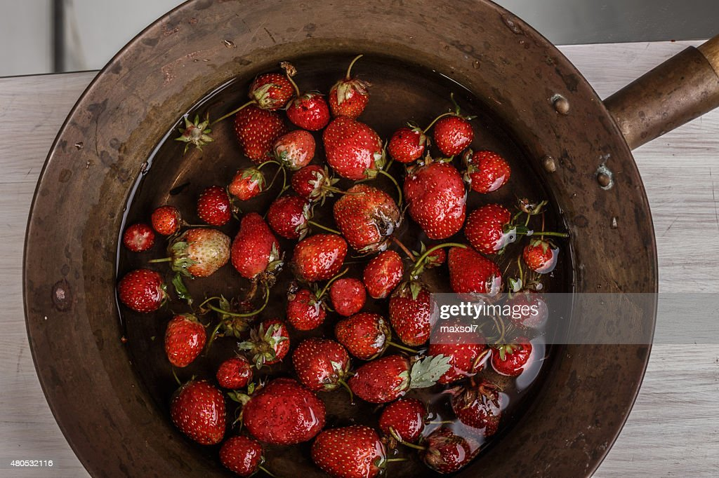 Soaked strawberry : Bildbanksbilder