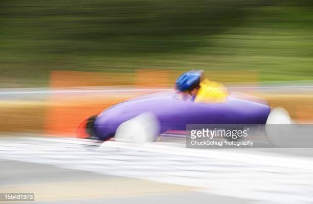 de rolamentos derby carro de corrida para crianças - aerodinâmico - fotografias e filmes do acervo