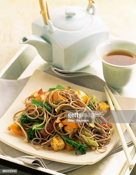 soba noodles and vegetable stir fry - whole wheat stock pictures, royalty-free photos & images