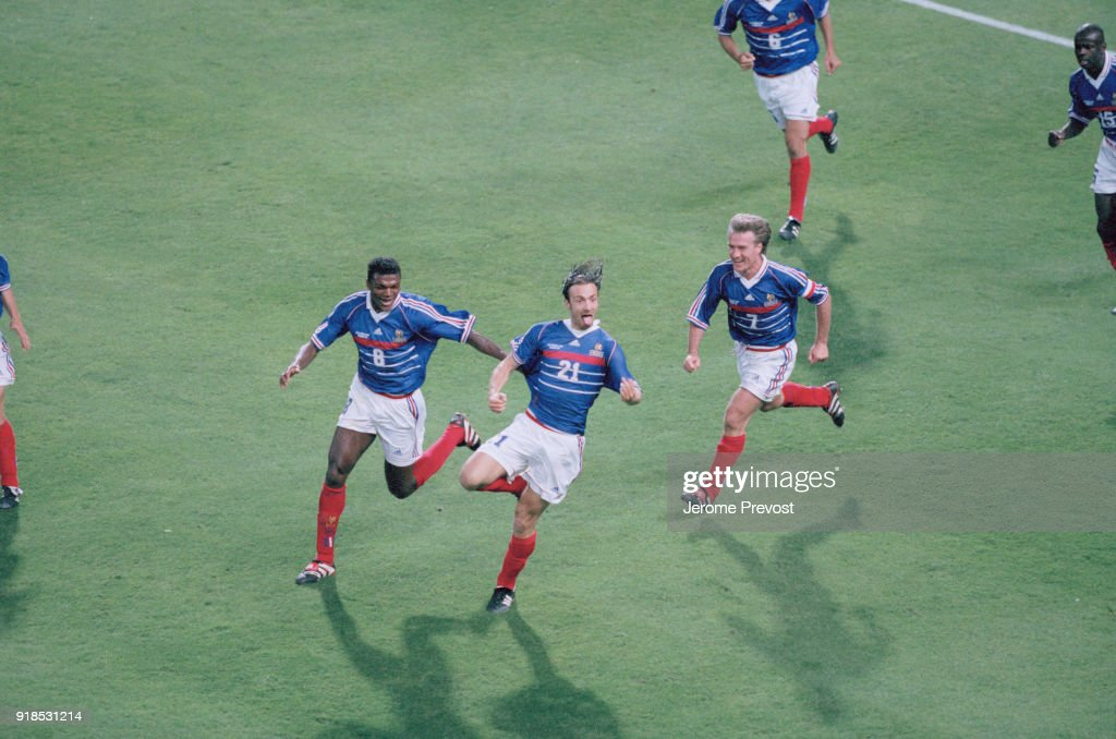 Soccer - 1998 World Cup - France Vs South Africa : Photo d'actualité