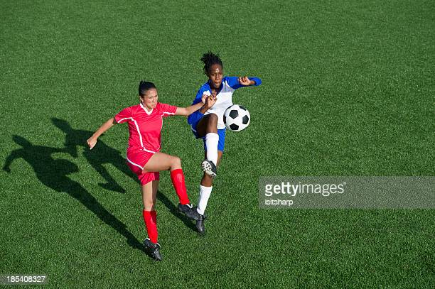 fußball-action - frauenfußball stock-fotos und bilder