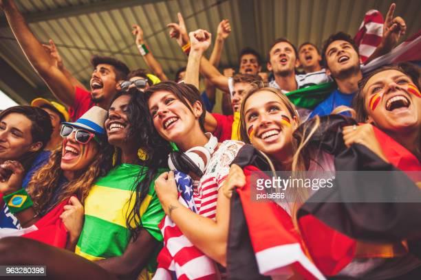 fußball-wm-fans: fans der nationalmannschaften - fan stock-fotos und bilder