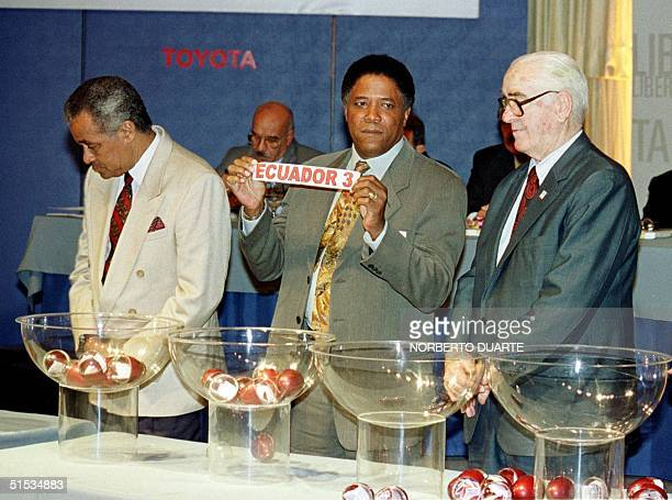 Soccer coach Francisco Maturana shows a lottery pick 11 December 1999 during the lottery for the Copa Libertadores Championship in Asuncion Maturana...