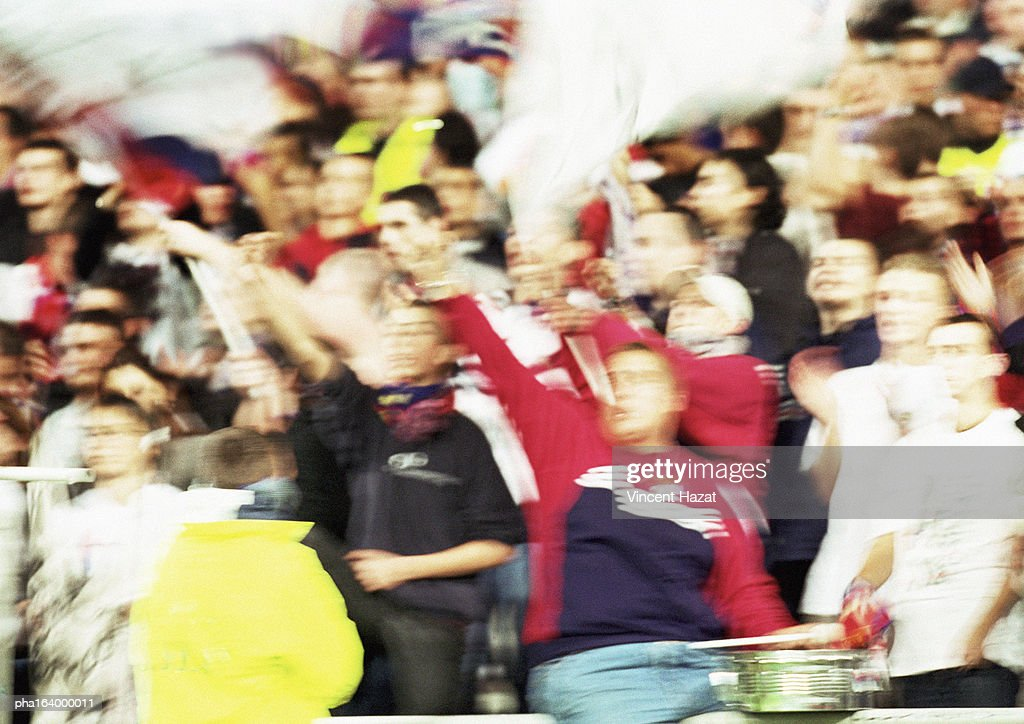 Soccer fans at a match, blurred. : Stockfoto