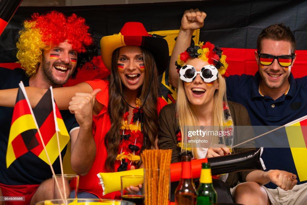 Fußball-Fans jubeln für Deutschland : Stock-Foto