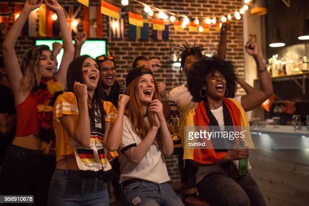 Fußball-Fans jubeln
