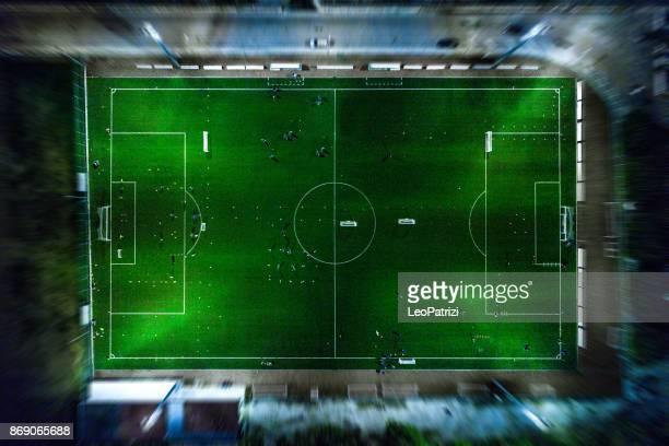 soccer field at night - aerial view - campo de futebol imagens e fotografias de stock