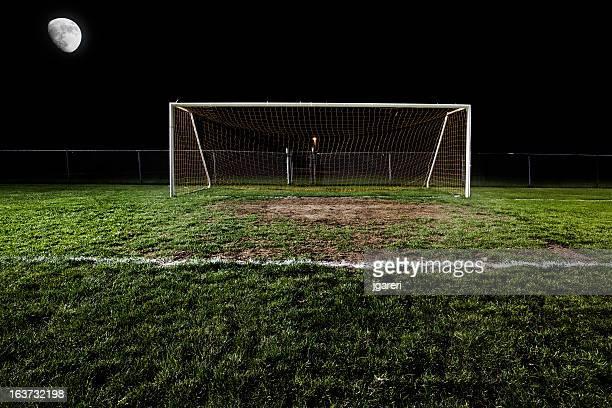 Fußballplatz bei Nacht