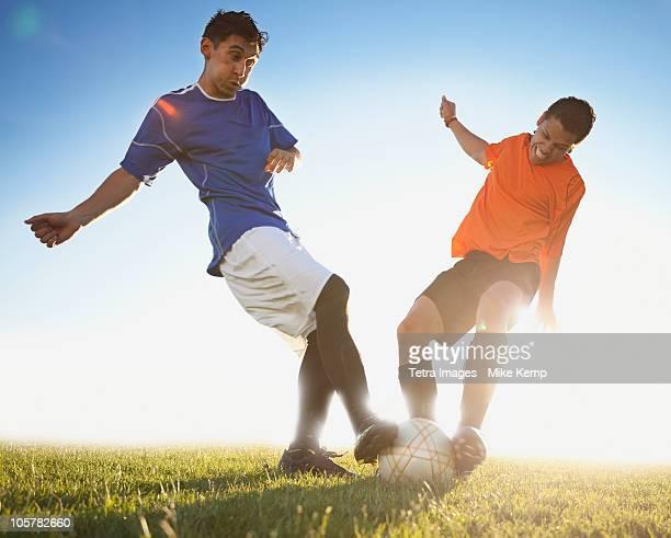 soccer game - attaccante foto e immagini stock