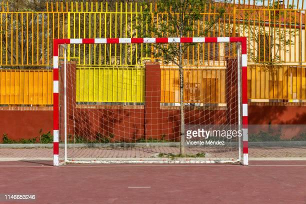soccer goal - vicente méndez fotografías e imágenes de stock