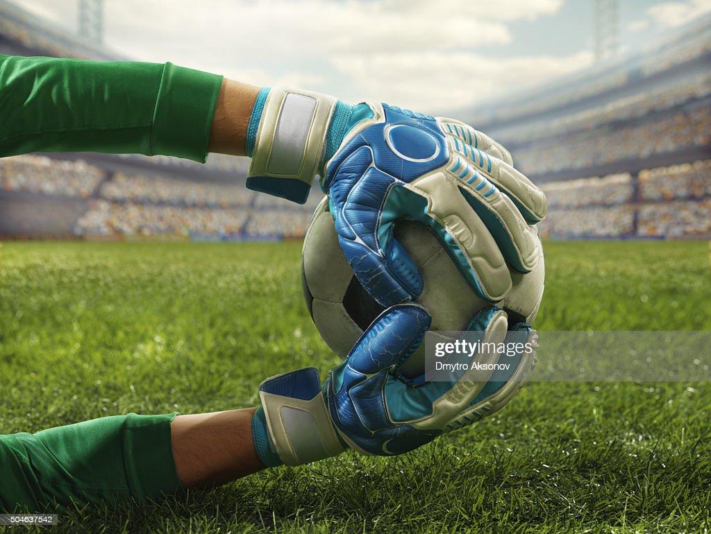 Gardien de but de football attire un ballon : Photo