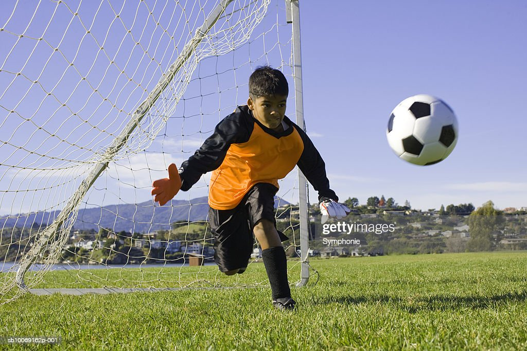 soccer goalkeeper diving for ball : Stockfoto