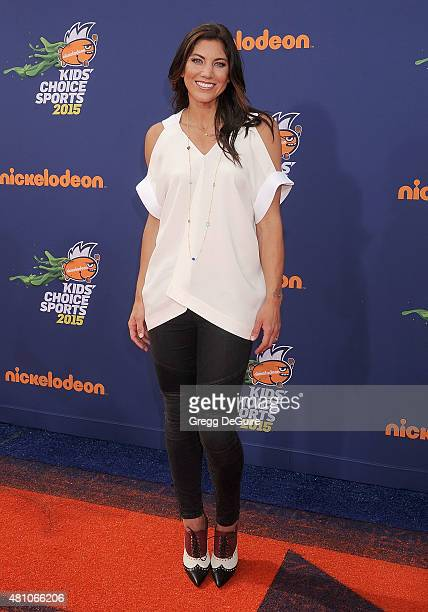 Soccer goalkeeper Hope Solo arrives at the Nickelodeon Kids' Choice Sports Awards 2015 at UCLA's Pauley Pavilion on July 16, 2015 in Westwood,...