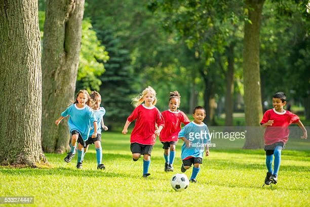 bambini che giocano a calcio - fat soccer players foto e immagini stock