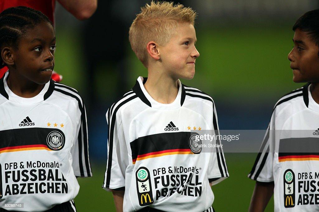 Germany v Wales - World Cup 2010 Qualifier : Nachrichtenfoto