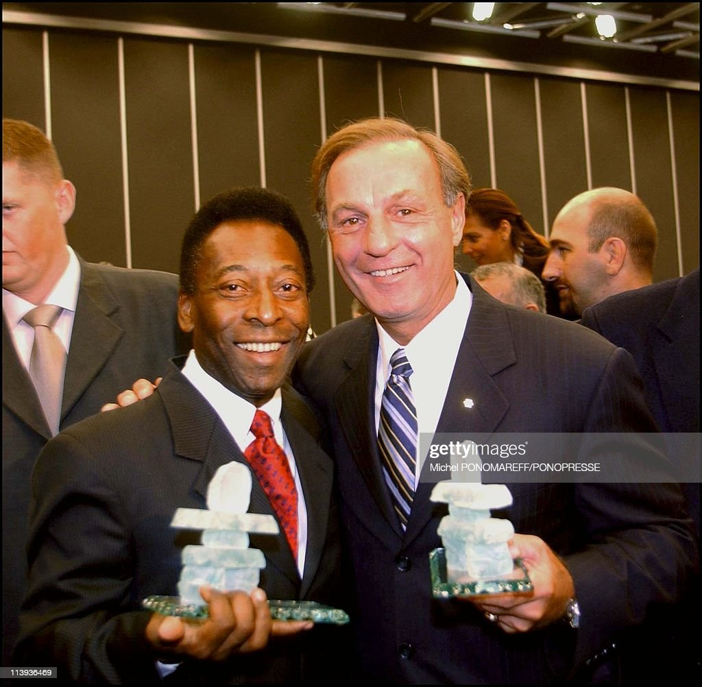 Soccer legend Nascimento Pele, Dr. Ruth, Canadian hockey player Guy Lafleur and the awards they received at the 10th world conference of the international society for sexuality and impotence research In Montreal, Canada On September 24, 2002- : News Photo