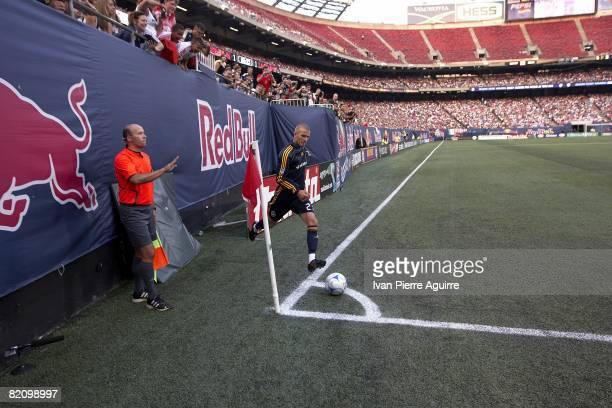 Los Angeles Galaxy David Beckham in action, taking corner kick vs New York Red Bulls. East Rutherford, NJ 7/19/2008 CREDIT: Ivan Pierre Aguirre