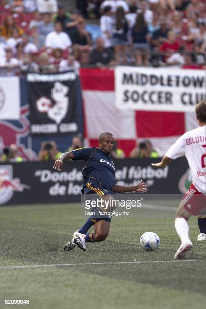Los Angeles Galaxy Troy Roberts in action vs New York Red Bulls. East Rutherford, NJ 7/19/2008 CREDIT: Ivan Pierre Aguirre